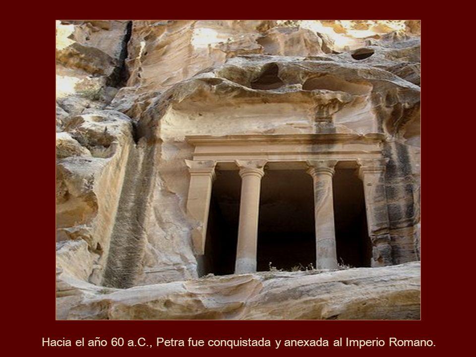 Hacia el año 60 a.C., Petra fue conquistada y anexada al Imperio Romano.