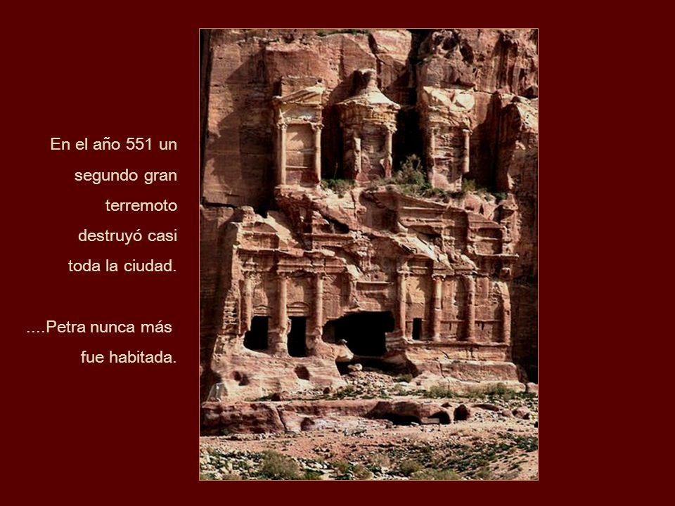En el año 551 unsegundo gran terremoto.destruyó casi.