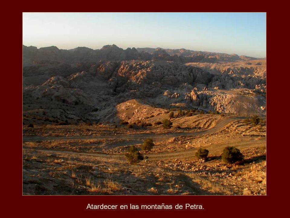 Atardecer en las montañas de Petra.