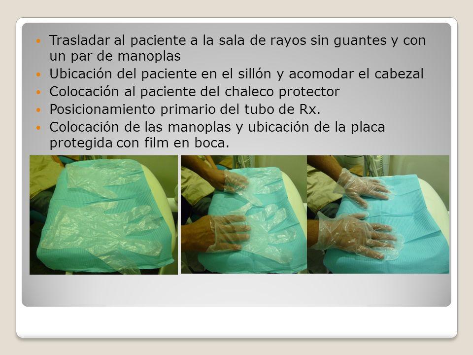 Trasladar al paciente a la sala de rayos sin guantes y con un par de manoplas