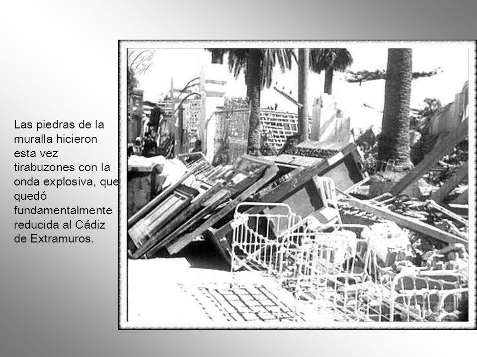 Las piedras de la muralla hicieron esta vez tirabuzones con la onda explosiva, que quedó fundamentalmente reducida al Cádiz de Extramuros.