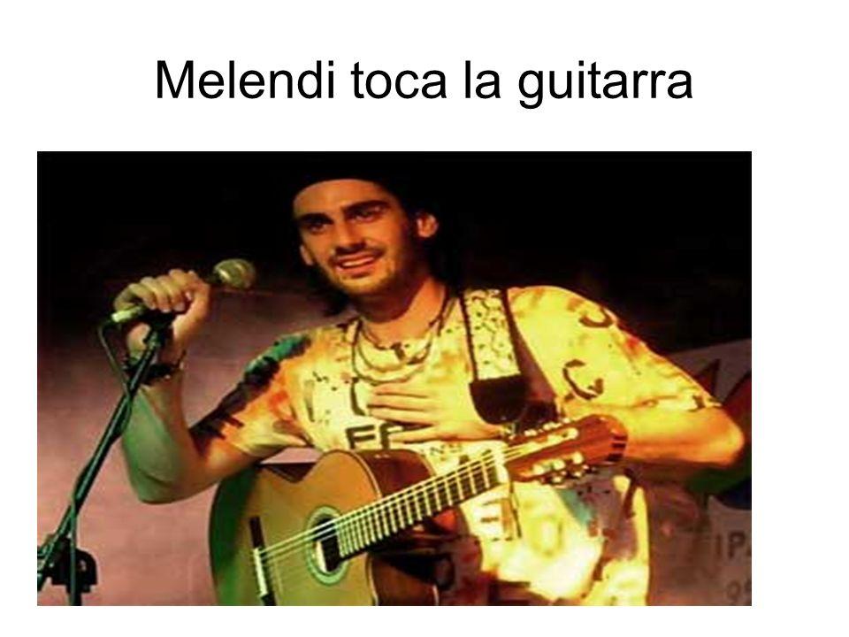 Melendi toca la guitarra