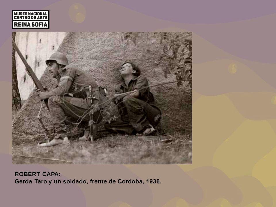 ROBERT CAPA: Gerda Taro y un soldado, frente de Cordoba, 1936.