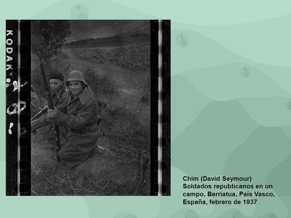 Chim (David Seymour) Soldados republicanos en un campo, Berriatua, País Vasco, España, febrero de 1937
