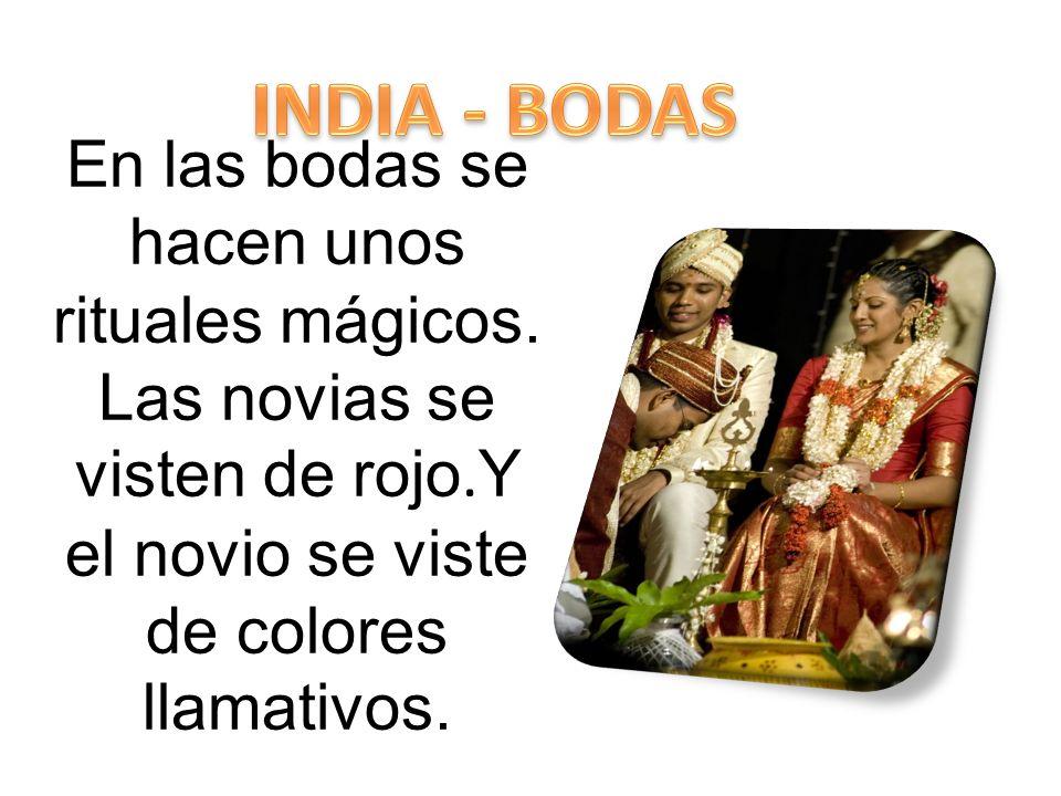 INDIA - BODAS En las bodas se hacen unos rituales mágicos.