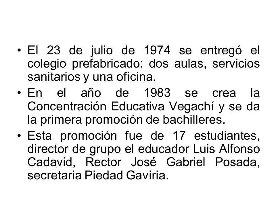 El 23 de julio de 1974 se entregó el colegio prefabricado: dos aulas, servicios sanitarios y una oficina.