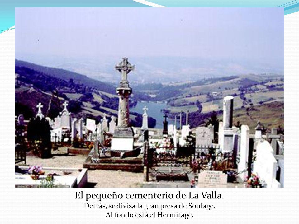 El pequeño cementerio de La Valla.