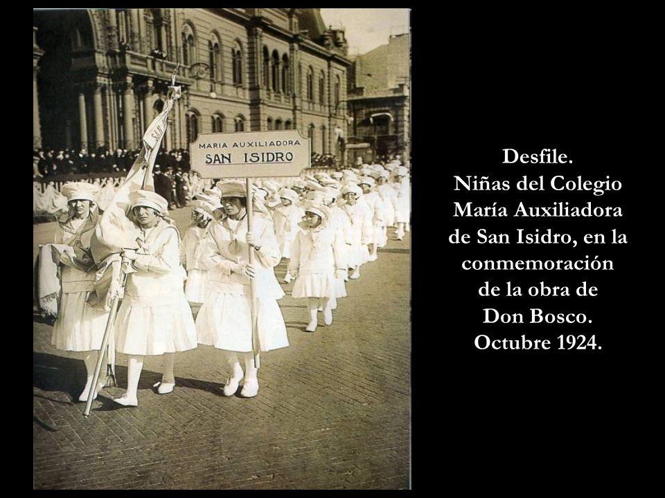 Niñas del Colegio María Auxiliadora de San Isidro, en la conmemoración