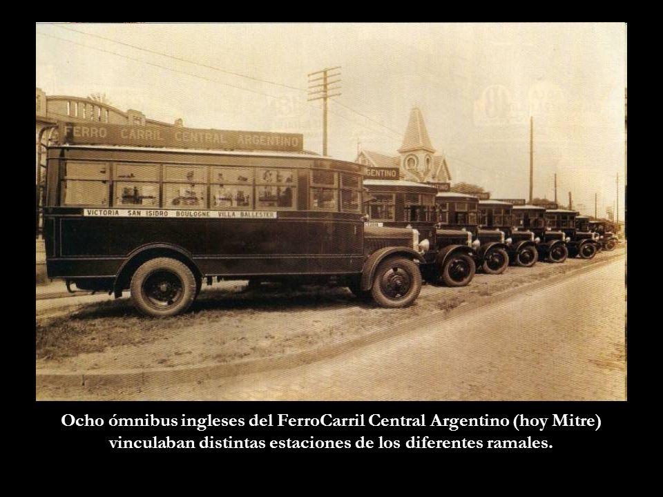Ocho ómnibus ingleses del FerroCarril Central Argentino (hoy Mitre) vinculaban distintas estaciones de los diferentes ramales.