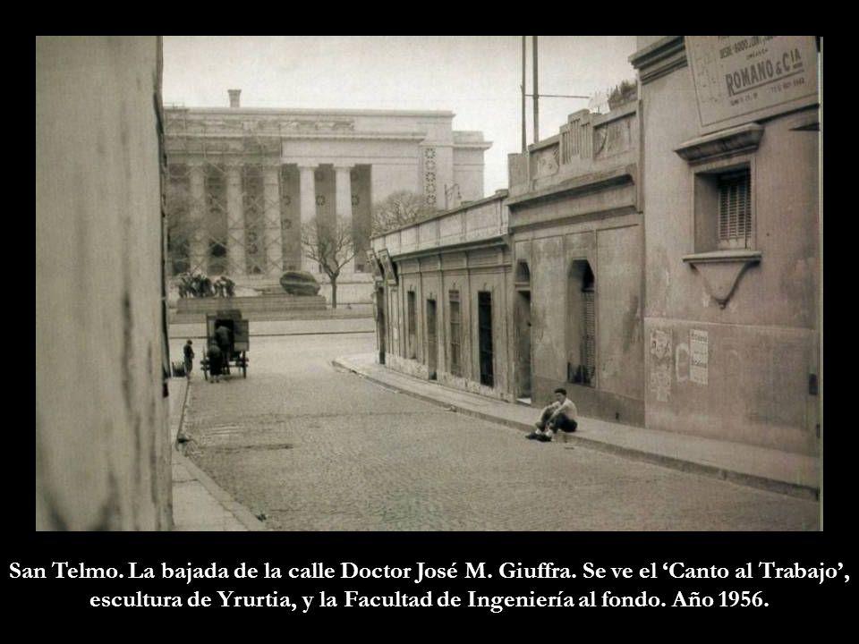 San Telmo. La bajada de la calle Doctor José M. Giuffra