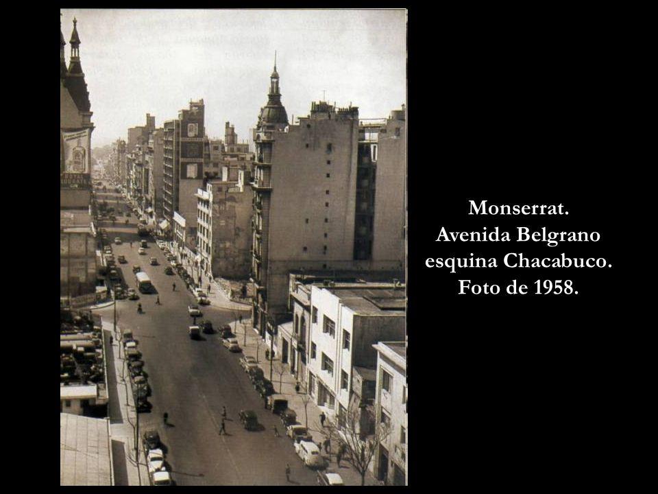 Avenida Belgrano esquina Chacabuco. Foto de 1958.