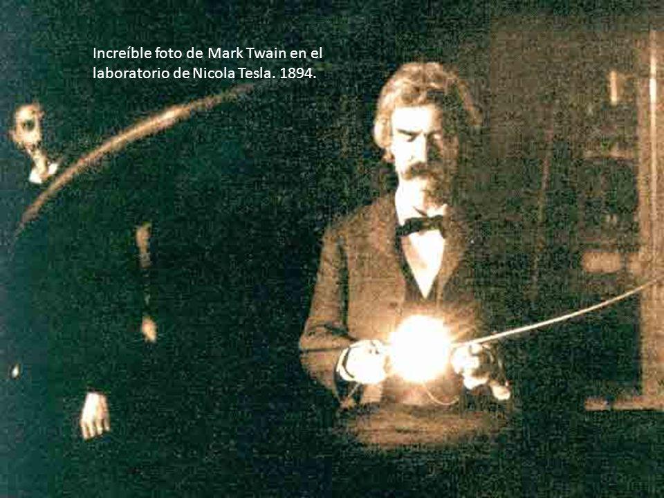 Increíble foto de Mark Twain en el laboratorio de Nicola Tesla. 1894.