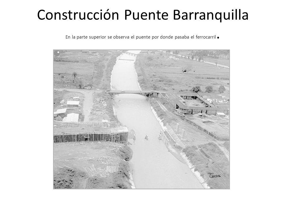 Construcción Puente Barranquilla En la parte superior se observa el puente por donde pasaba el ferrocarril.