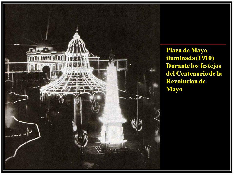 Plaza de Mayo iluminada (1910) Durante los festejos del Centenario de la Revolucion de Mayo