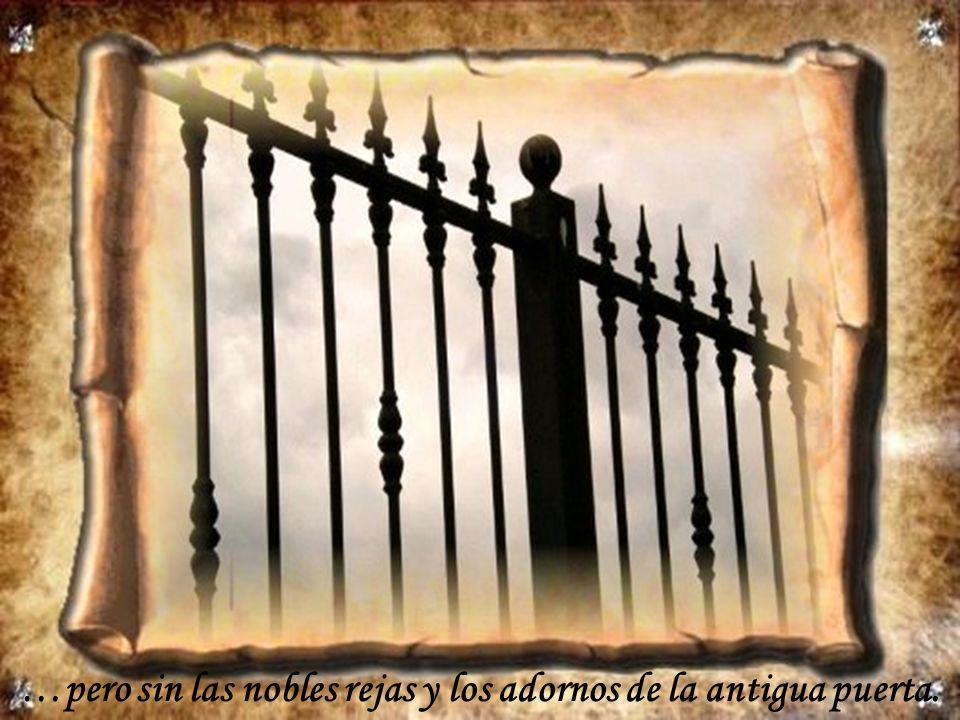 …pero sin las nobles rejas y los adornos de la antigua puerta.