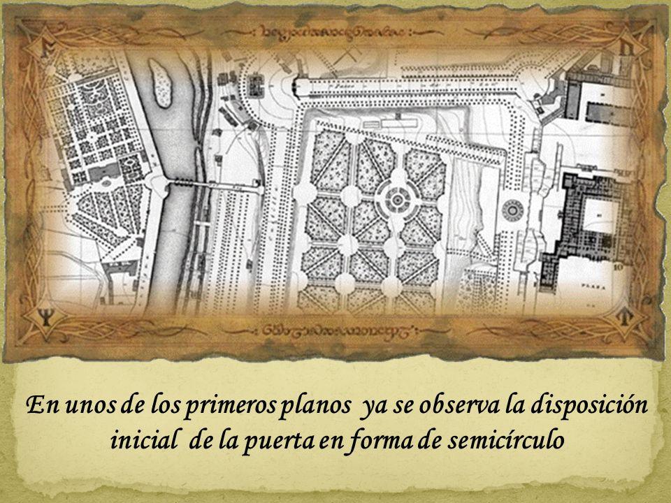 En unos de los primeros planos ya se observa la disposición inicial de la puerta en forma de semicírculo