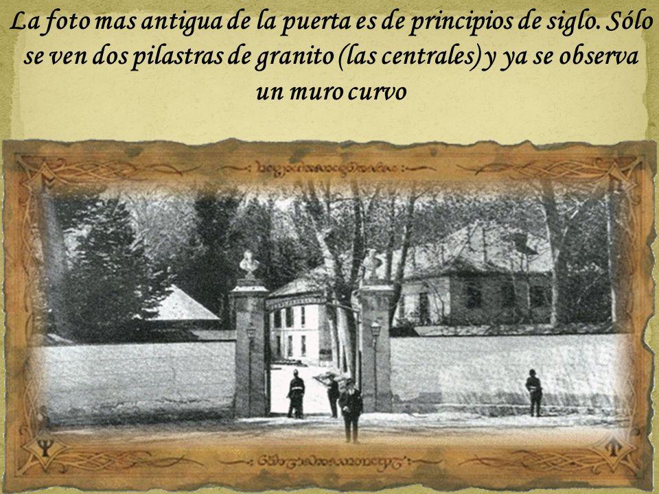 La foto mas antigua de la puerta es de principios de siglo