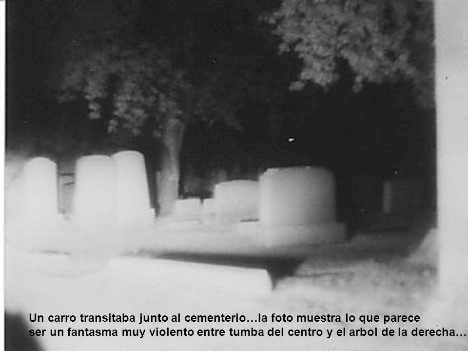 Un carro transitaba junto al cementerio…la foto muestra lo que parece