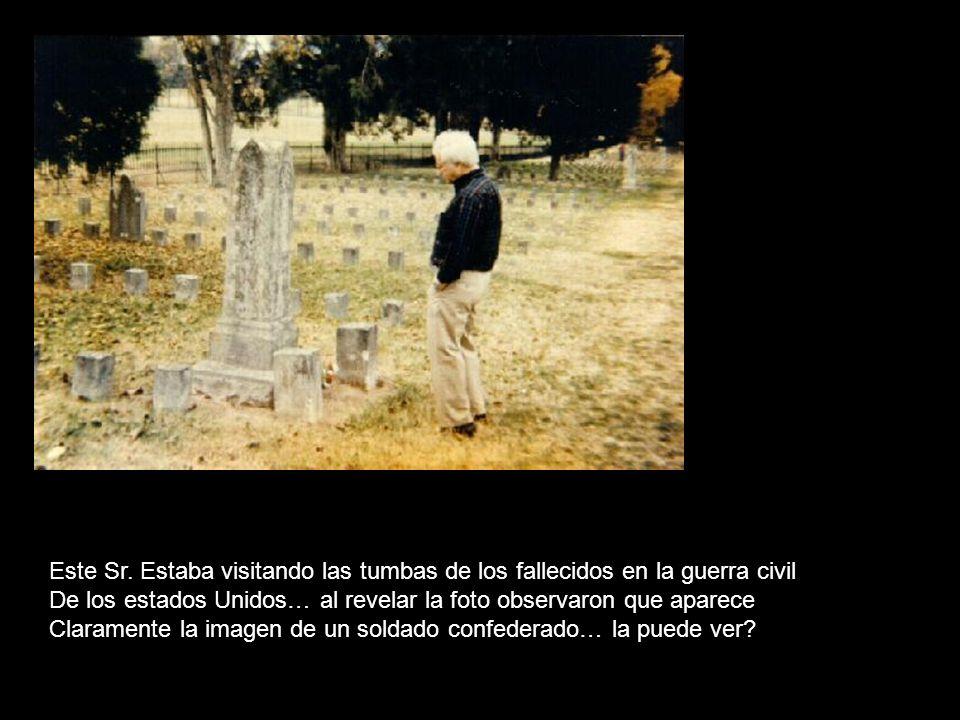Este Sr. Estaba visitando las tumbas de los fallecidos en la guerra civil