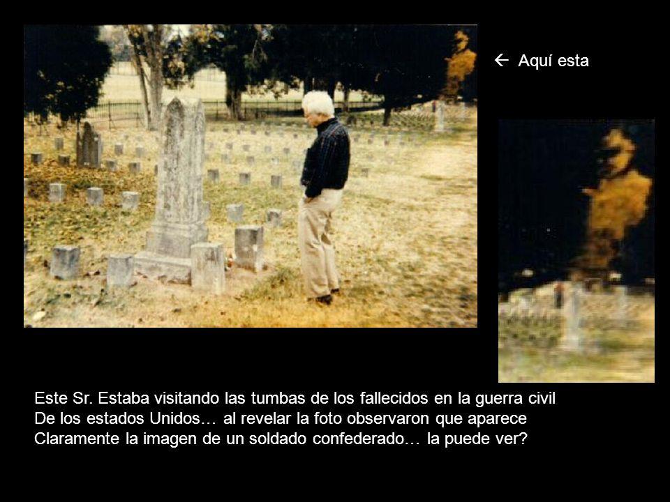  Aquí esta Este Sr. Estaba visitando las tumbas de los fallecidos en la guerra civil.