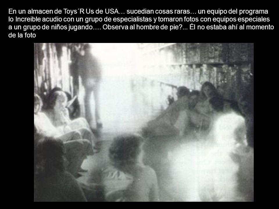 En un almacen de Toys´R Us de USA… sucedian cosas raras… un equipo del programa