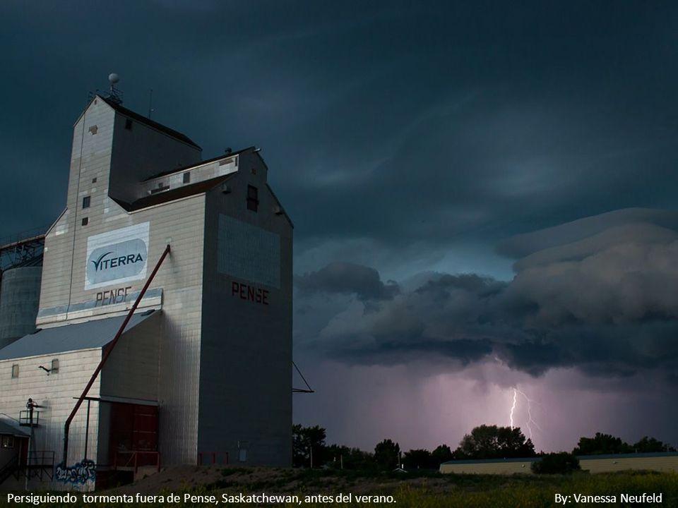 Persiguiendo tormenta fuera de Pense, Saskatchewan, antes del verano