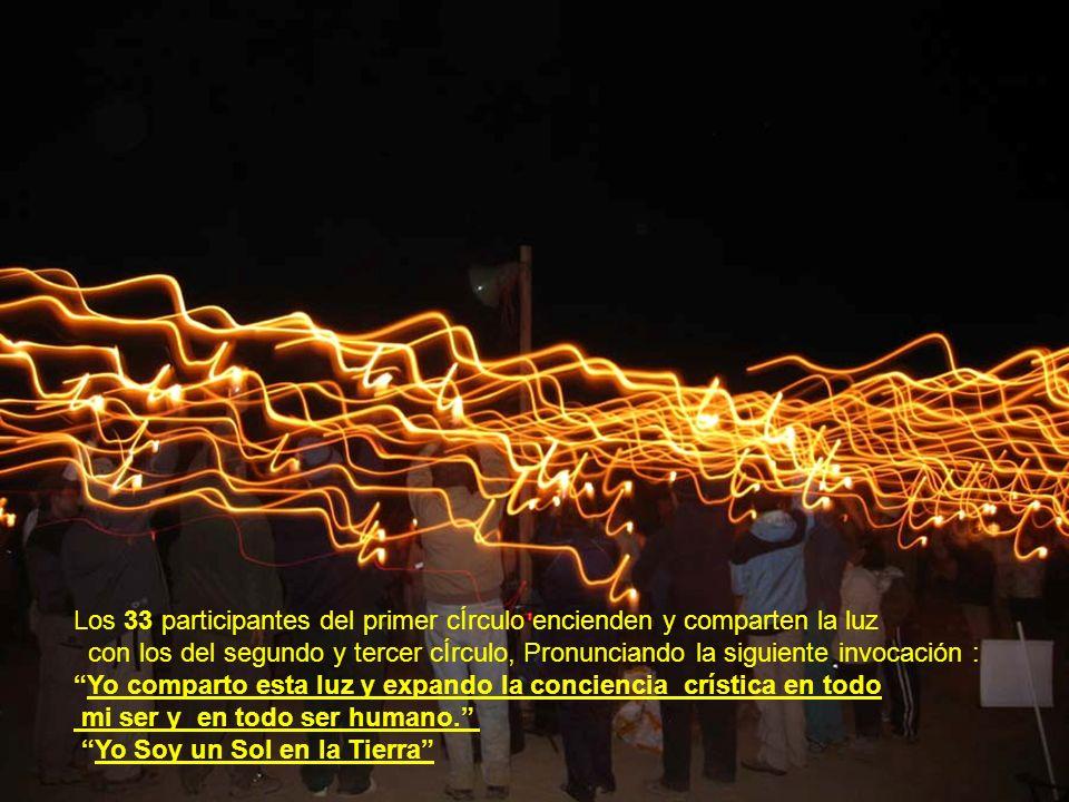 Los 33 participantes del primer cÍrculo encienden y comparten la luz