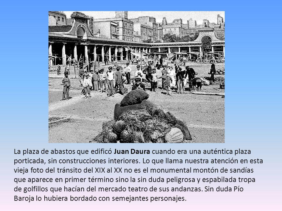 La plaza de abastos que edificó Juan Daura cuando era una auténtica plaza porticada, sin construcciones interiores.