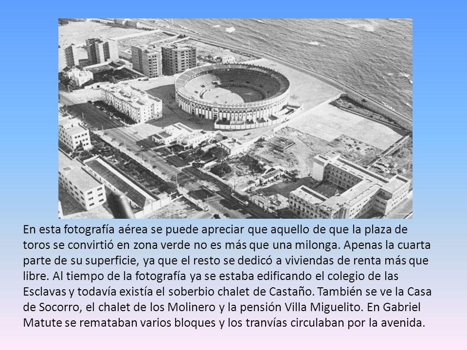 En esta fotografía aérea se puede apreciar que aquello de que la plaza de toros se convirtió en zona verde no es más que una milonga.