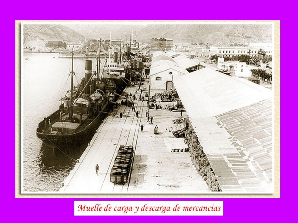 Muelle de carga y descarga de mercancías