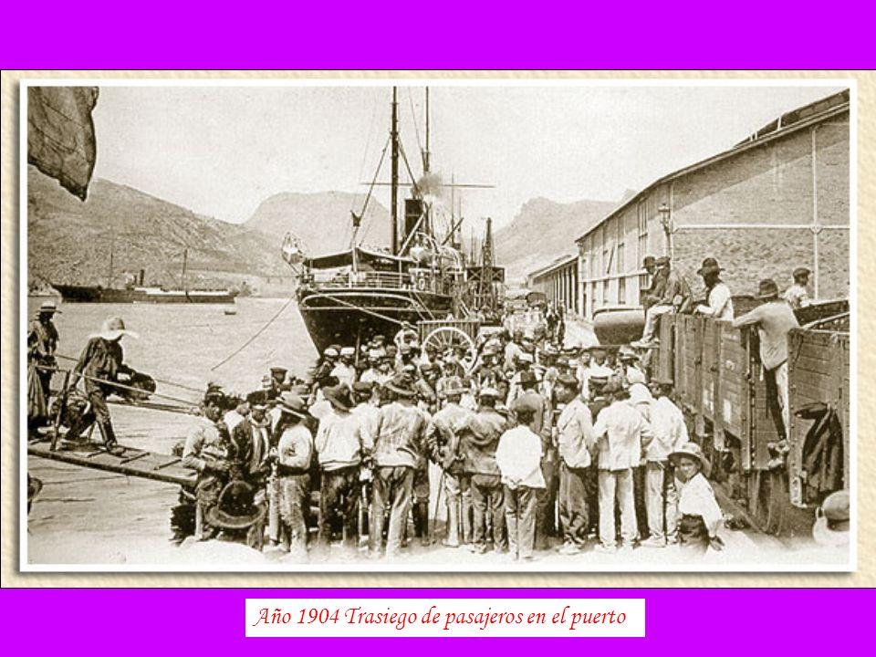 Año 1904 Trasiego de pasajeros en el puerto