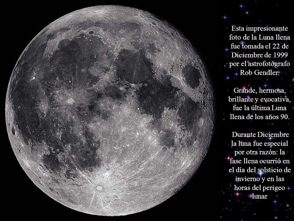 Esta impresionante foto de la Luna llena fue tomada el 22 de Diciembre de 1999 por el astrofotógrafo Rob Gendler.