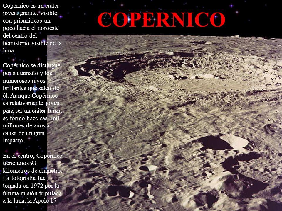 Copérnico es un cráter joven, grande, visible con prismáticos un poco hacia el noroeste del centro del hemisferio visible de la luna. Copérnico se distingue por su tamaño y los numerosos rayos brillantes que salen de él. Aunque Copérnico es relativamente joven para ser un cráter lunar, se formó hace casi mil millones de años a causa de un gran impacto. En el centro, Copérnico tiene unos 93 kilómetros de diámetro. La fotografía fue tomada en 1972 por la última misión tripulada a la luna, la Apolo 17