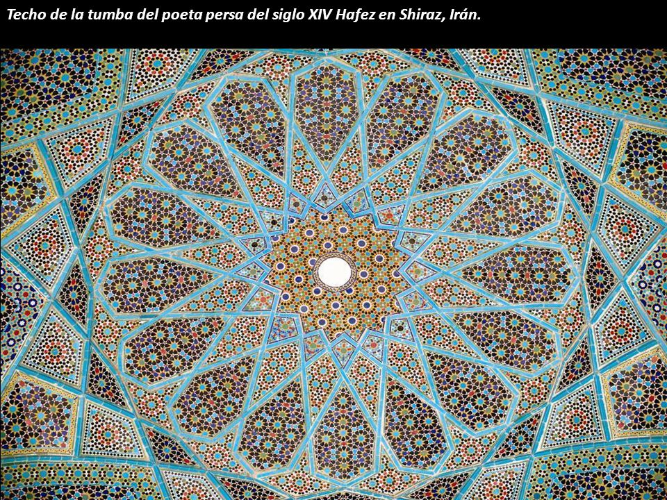 Techo de la tumba del poeta persa del siglo XIV Hafez en Shiraz, Irán.