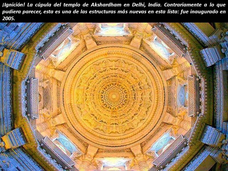 ¡Ignición. La cúpula del templo de Akshardham en Delhi, India