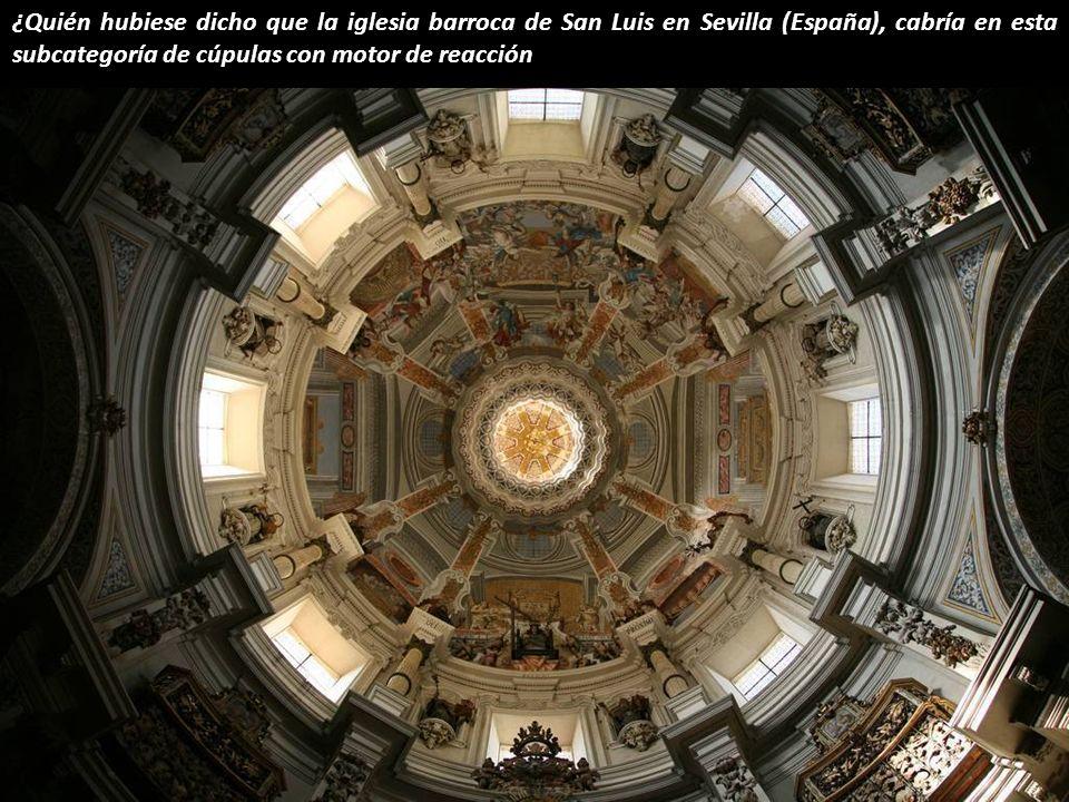 ¿Quién hubiese dicho que la iglesia barroca de San Luis en Sevilla (España), cabría en esta subcategoría de cúpulas con motor de reacción