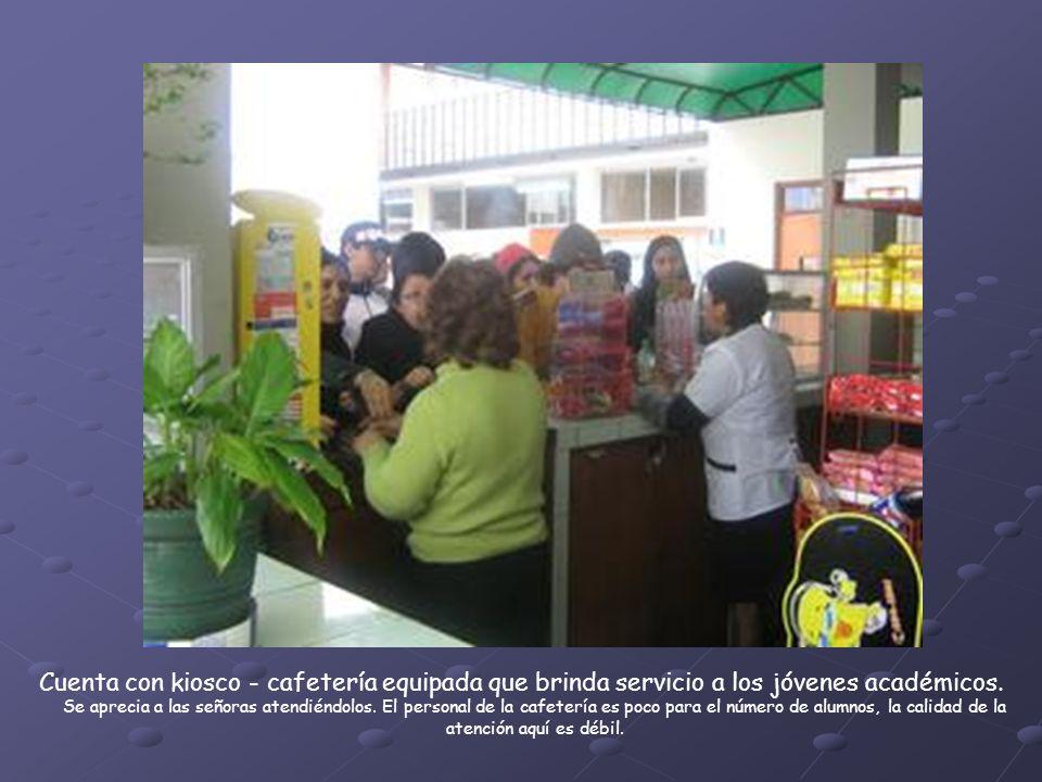 Cuenta con kiosco - cafetería equipada que brinda servicio a los jóvenes académicos.