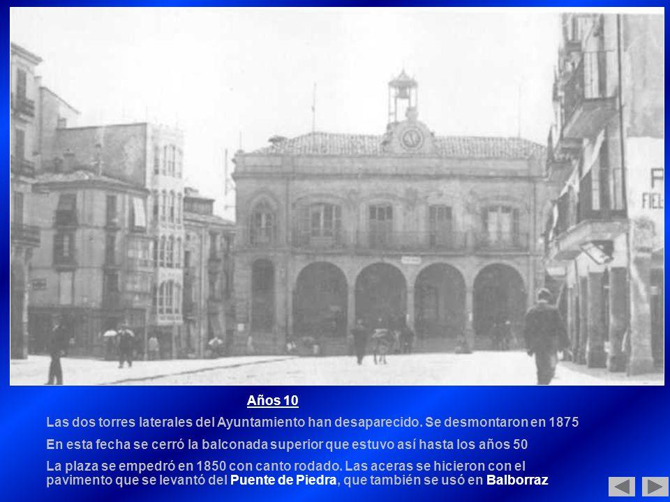 Años 10 Las dos torres laterales del Ayuntamiento han desaparecido. Se desmontaron en 1875.