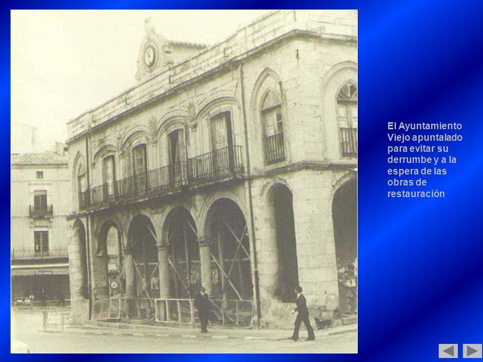 El Ayuntamiento Viejo apuntalado para evitar su derrumbe y a la espera de las obras de restauración