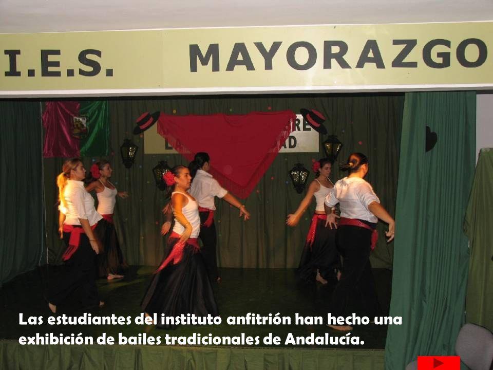 Las estudiantes del instituto anfitrión han hecho una exhibición de bailes tradicionales de Andalucía.