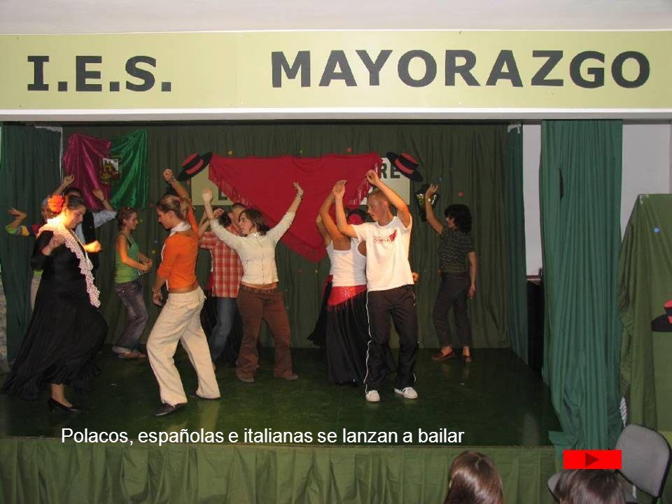 Polacos, españolas e italianas se lanzan a bailar