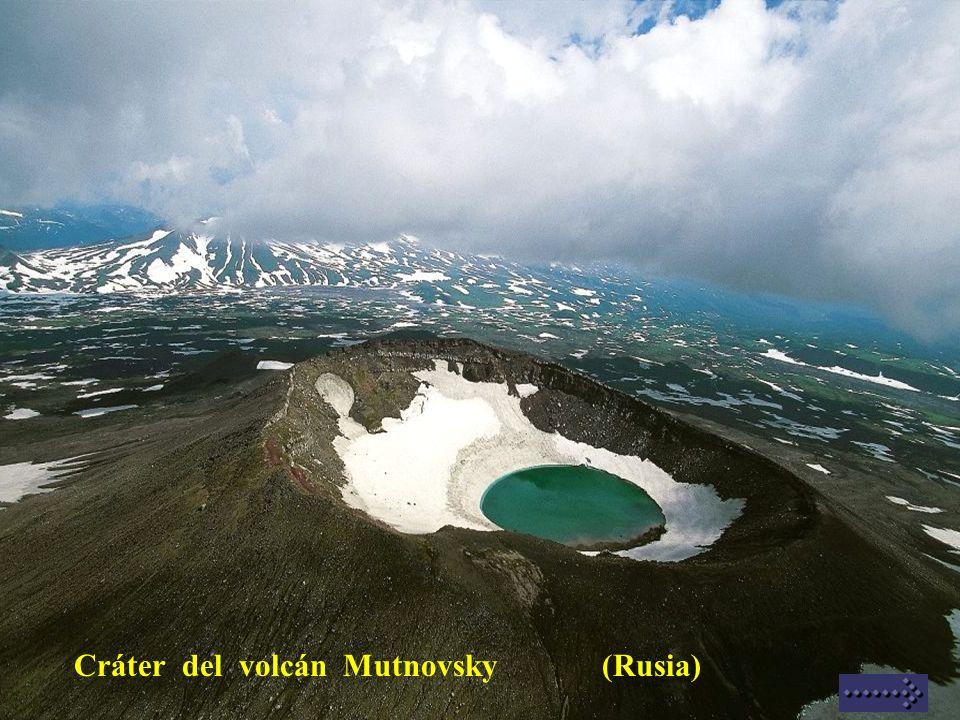 Cráter del volcán Mutnovsky (Rusia)
