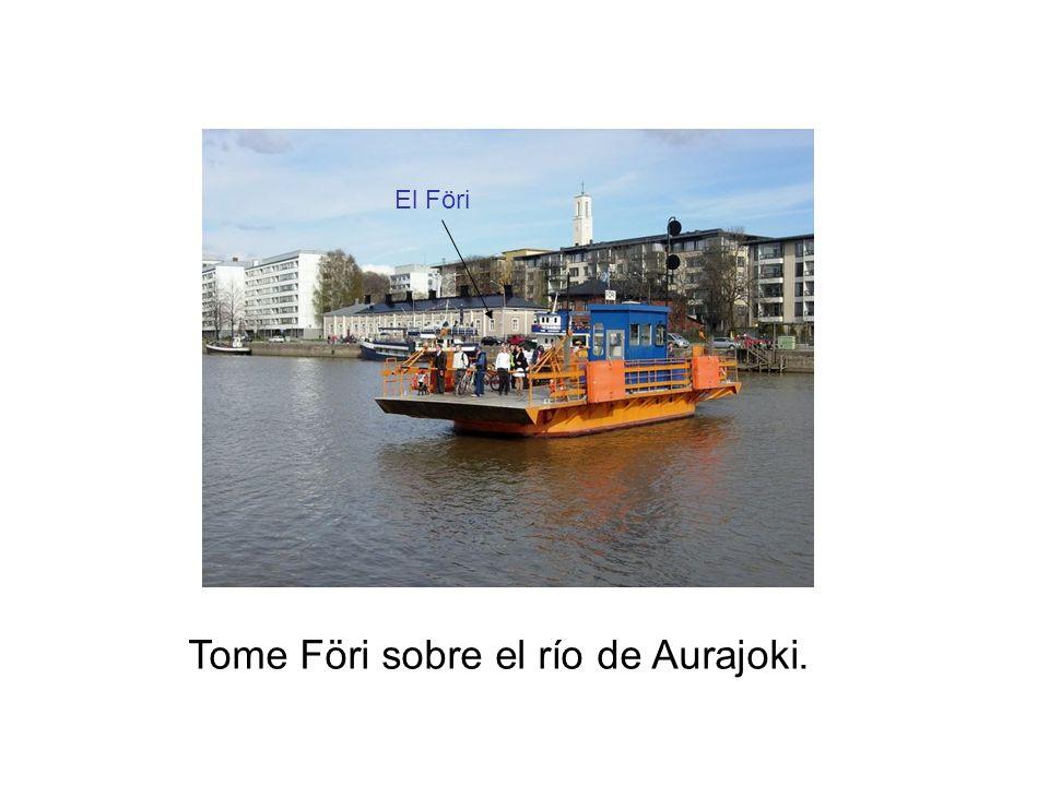 Tome Föri sobre el río de Aurajoki.