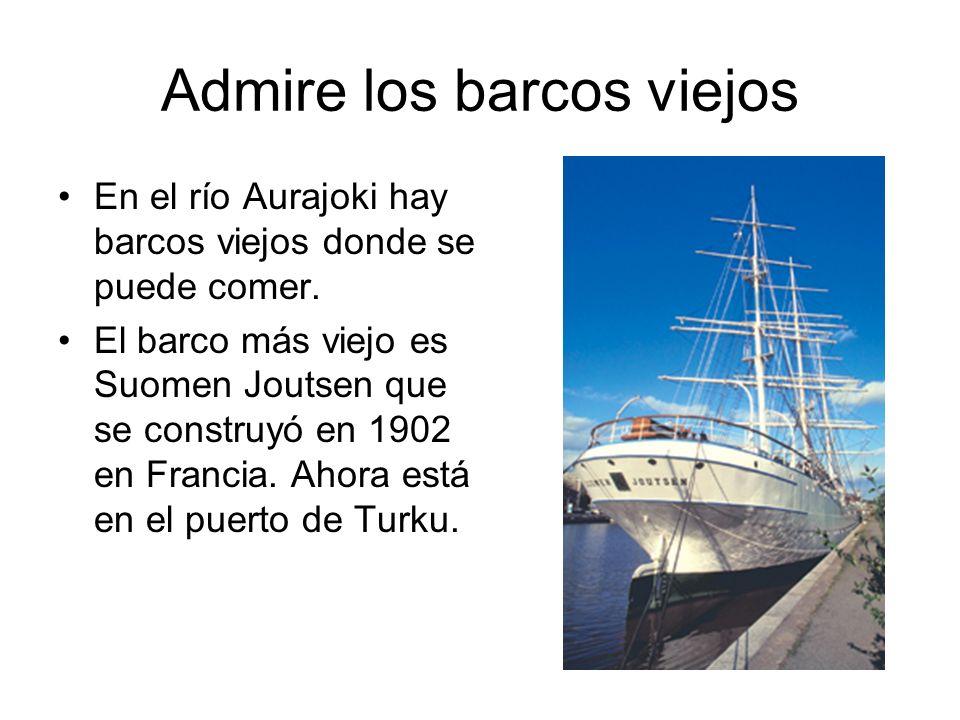 Admire los barcos viejos