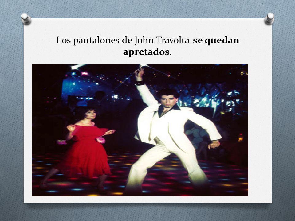 Los pantalones de John Travolta se quedan apretados.