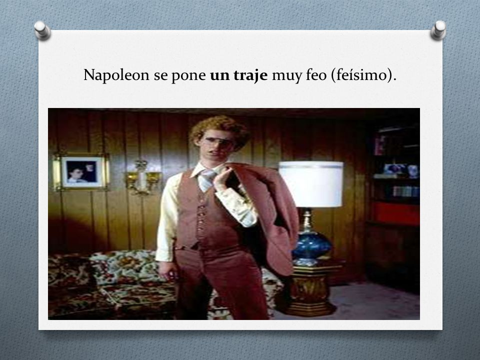 Napoleon se pone un traje muy feo (feísimo).