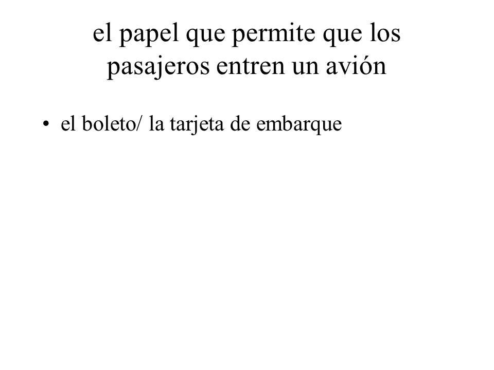el papel que permite que los pasajeros entren un avión