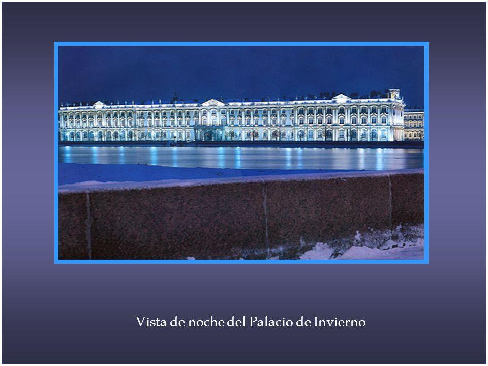 Vista de noche del Palacio de Invierno