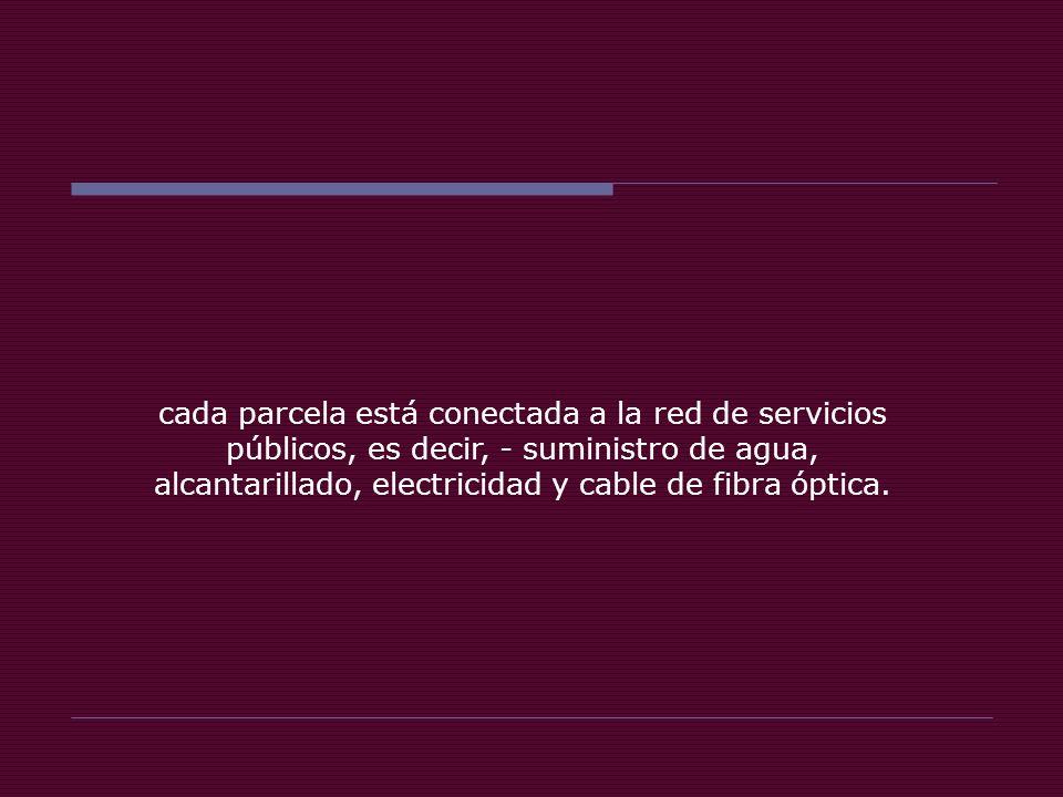 cada parcela está conectada a la red de servicios públicos, es decir, - suministro de agua, alcantarillado, electricidad y cable de fibra óptica.