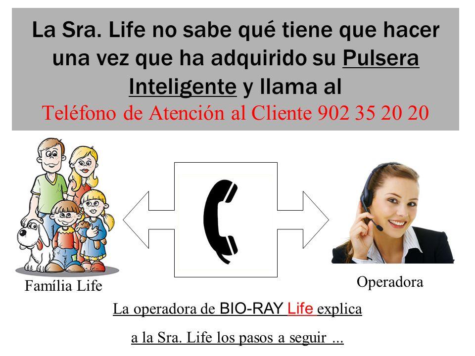 La Sra. Life no sabe qué tiene que hacer una vez que ha adquirido su Pulsera Inteligente y llama al Teléfono de Atención al Cliente 902 35 20 20
